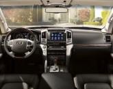 Toyota_Land_Cruiser_V8_2012_20860_lores