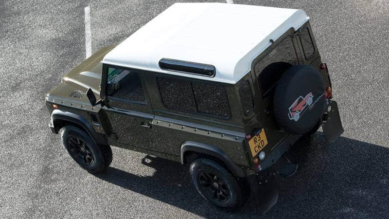 Land Rover Defender Tuning   Das Armaturenbrett besteht aus Leder im Steppmuster