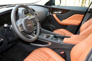 Jaguar F-Pace 30d AWD Test Innenraum